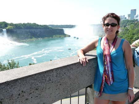 La Flamme portée par Aurélie Marty aux chutes du Niagara